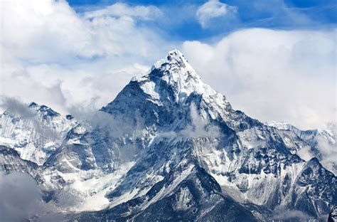 Mount Everest Base Camp Is Getting Free Wi-fi