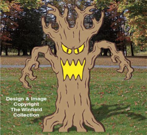 halloween giant spooky tree wood pattern
