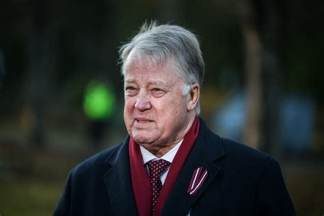 Eksprezidents Ulmanis: Man nav nekādu problēmu dzīvot graustā - Skandalozi - nra.lv