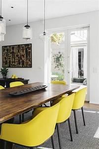 Salle a manger jolie salle a manger contemporaine avec for Idee deco cuisine avec chaise salle a manger bois massif