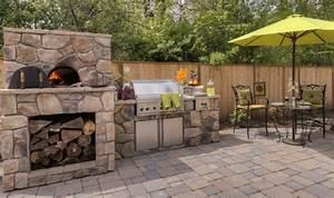 Pizzaofen mauern stein naturoptik terrasse holz outdoor for Outdoor küche mauern