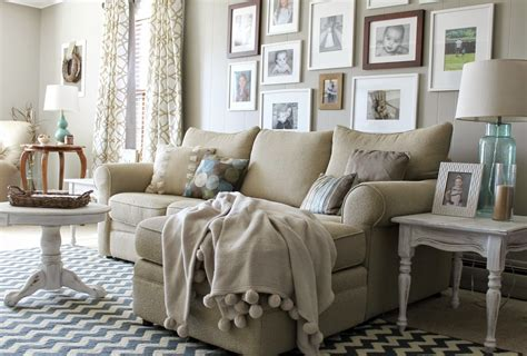 Interior designers share their tips and tricks for achieving the perfect modern farmhouse living room. 20 Dreamy Farmhouse Style Fall Decor Ideas - Creative Green Living