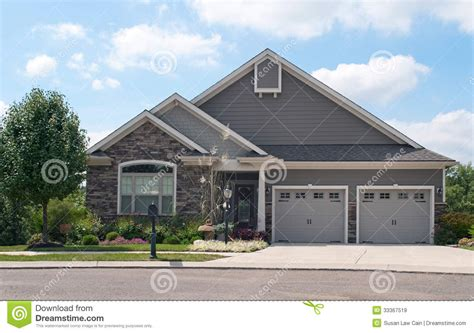 small house   car garage royalty  stock images image