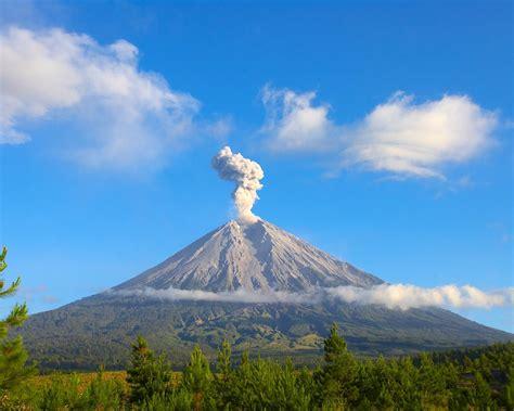 yogyakarta adventure  merapi volcano tracking