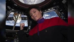 Astronaut dons 'Star Trek' uniform on International Space ...