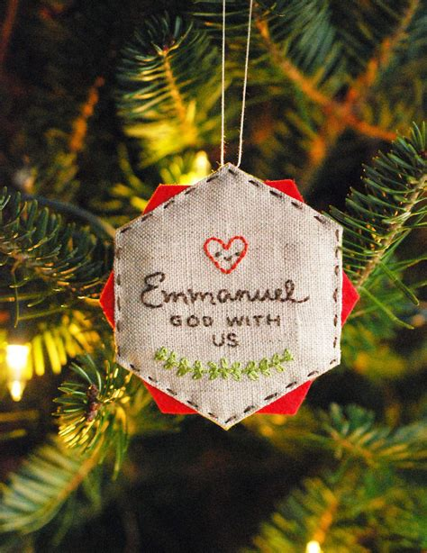 easy embroidered diy christmas ornament favecraftscom