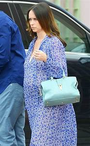 Jennifer Love Hewitt Dresses Her Baby Bump in Blue: See ...