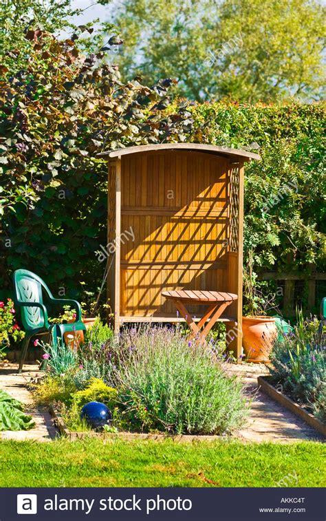 Kleine Sitzplätze Im Garten by Kleiner Garten Mit Sitzplatz Laube Und Blume Betten Mit