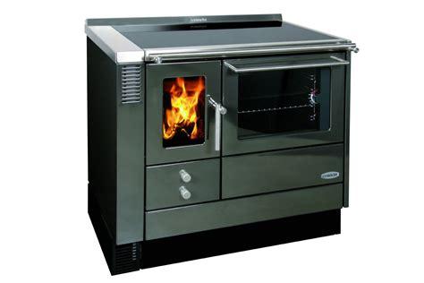 küchenherd mit holzfeuerung holzherd mit backofen klimaanlage und heizung