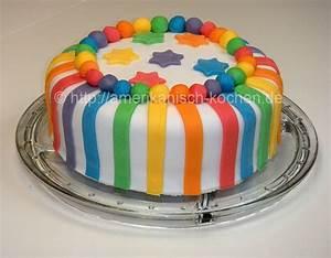 Rainbow Cake (Regenbogenkuchen) mit weißer Schokoladen Ganache und Rollfondant amerikanisch