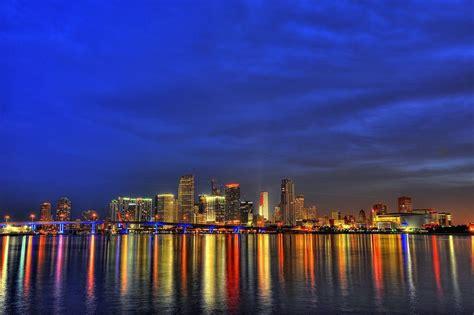 Downtown Miami Skyline Wallpaper Miami Skyline Wallpapers Wallpaper Cave