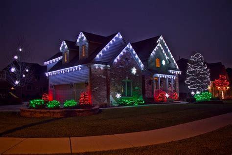 reasons  hire  professional holiday lighting company
