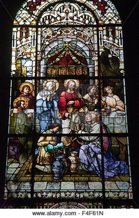 jesus verwandelt wasser  wein bei der hochzeit zu kana