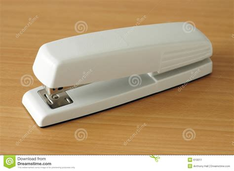 agrafeuse de bureau agrafeuse classique de bureau image stock image 610011