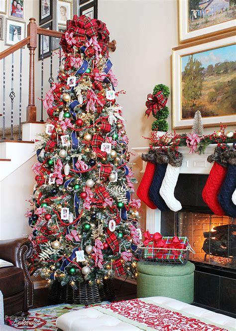 traditional plaid christmas tree decorations  holiday
