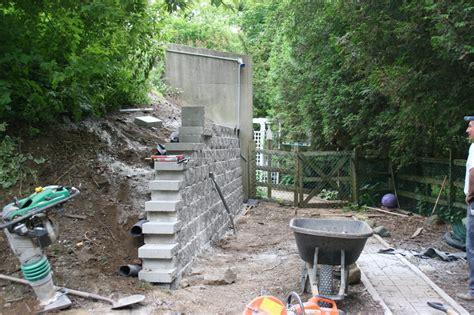 retaining wall installation process