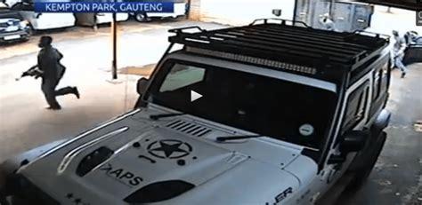 broad daylight johannesburg robbery caught  camera
