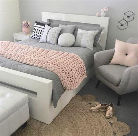 conseils  idees pour une chambre en rose  gris