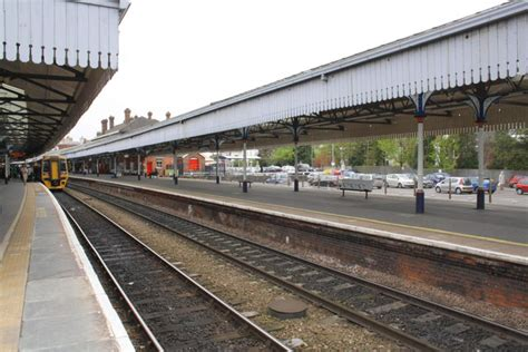 salisbury railway station  roger templeman cc  sa geograph britain  ireland