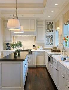 Lamb blonde 20 beautiful white kitchens for Beautiful kitchen cupboards
