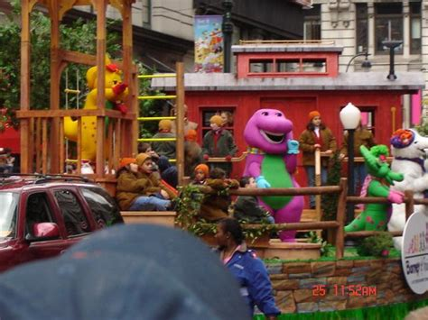 macys thanksgiving day parade barney wiki