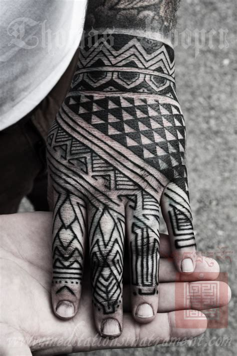 blackwork hand tattoo tattoos pinterest tatouage