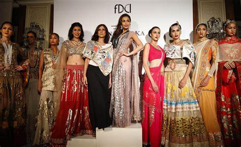 memo   world   indian outfit   sari quartz