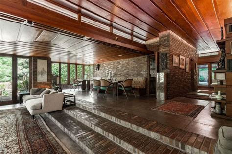 frank lloyd wrights sondern adler house  kansas city hits  market   american luxury