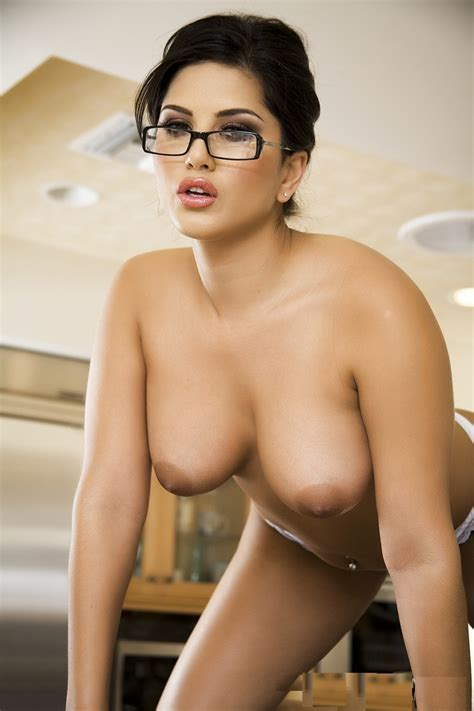 Top Sunny Leone Nude Photos Collections