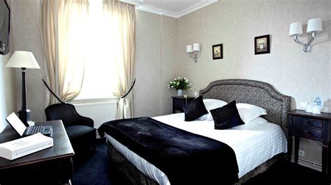 photo de chambre de luxe chambre de luxe chambre grise et fille hotel dans
