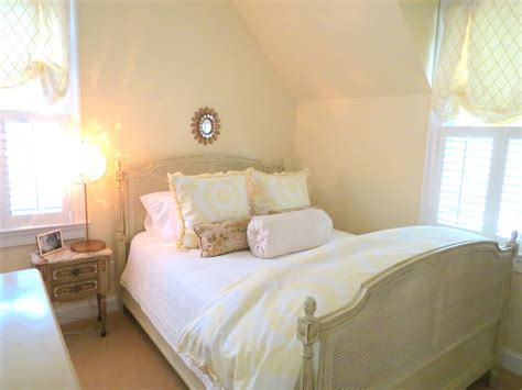 Yellow And White Soft Pretty Bedroom