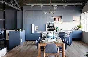 1001 idees pour amenager une cuisine ouverte dans l39air With deco cuisine avec chaise salle a manger bois clair
