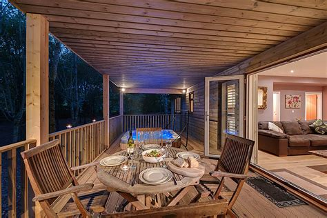 log cabin tub breaks uk log cabin holidays with tubs what you need to