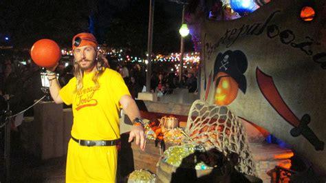 steve the pirate costume meningrey