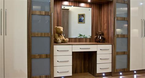 kitchen furniture manufacturers uk classic kitchens bedrooms specialist fitted kitchen