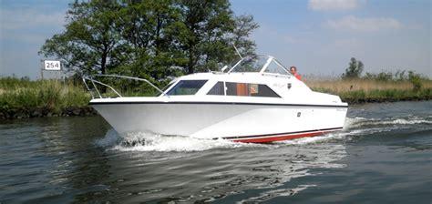 Polyester Motorjacht Te Koop by Polaris Boot Dagje Weg Biesbosch