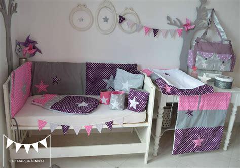 deco chambre bebe fille violet décoration chambre bébé fille blanc violet vif gris