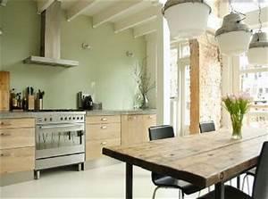 Deco salon cuisine peinture vert d39eau et meubles design for Idee deco cuisine avec matelas d eau