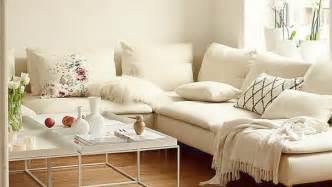 weiss grau wohnzimmer mit violett deko die schönsten wohnideen für dein wohnzimmer