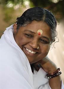Mata Amritanandamayi Smiling - God Pictures