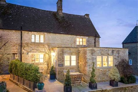 Cottages To Rent Uk by The Farmhouse To Rent In Rissington Character