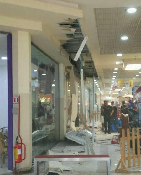 centro commerciale il giardino avola avola crolla una parte tetto al centro commerciale