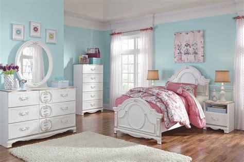 Korabella Traditional Classics White Master Bedroom Set