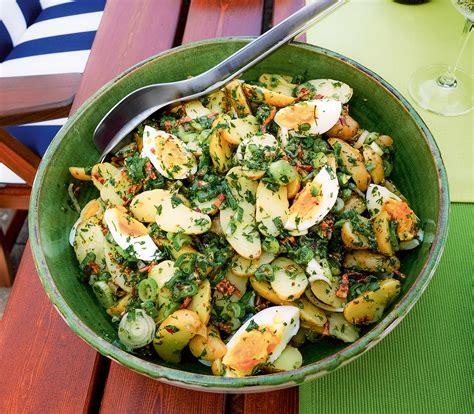 ei kochen mit eierkocher kartoffelsalat mit ei kr 228 utern und speck vinaigrette annemarie wildeisens kochen