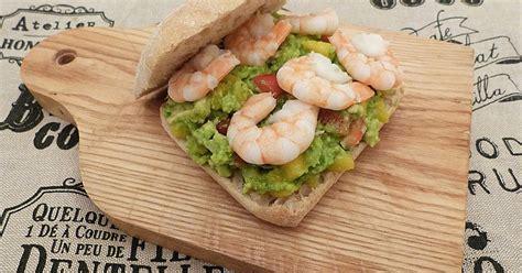 cuisiner les avocats dans la cuisine d 39 hilary burger aux crevettes et