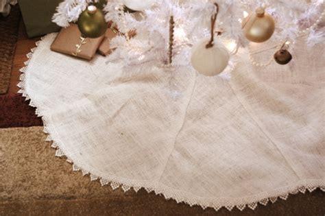 interesting ways   burlap christmas tree skirt
