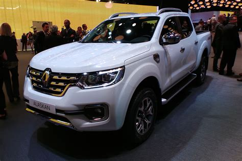 renault alaskan pick  revealed official pictures