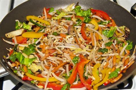 cuisine wok facile les bases d une recette facile au wok sant 233 toujours