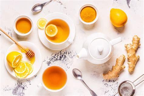 Gabungan madu dan lemon akan membantu memudarkan pigmentasi kulit dengan cepat. Tambahkan Jahe dan Lemon Agar Teh Hijau Makin Berkhasiat