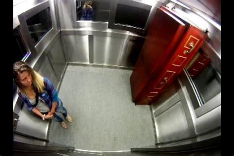 cachee dans la chambre un cercueil dans un ascenseur éra cachée